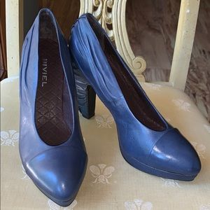 NIB Biviel leather platform heels size 41 (US 11)